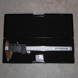 """Paquímetro digital 6"""" mede polegadas, milímetros ou frações"""
